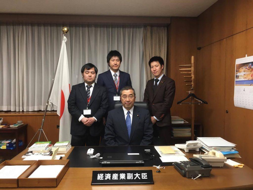 写真_鈴木 じゅんじ経済産業副大臣とお話させていただきました